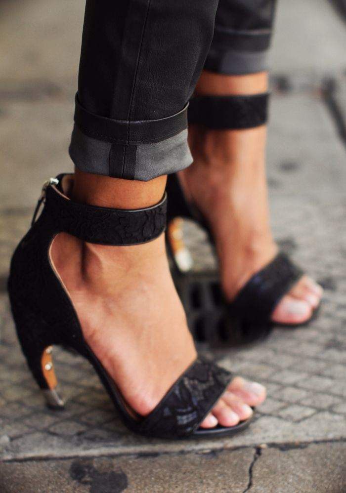 curved-heel-fashion-week-street-style4