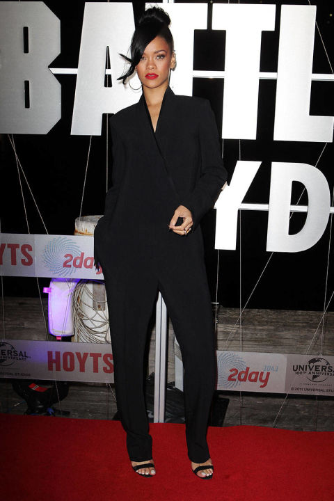 feminine-look-smoking-blazer-rihanna-suit