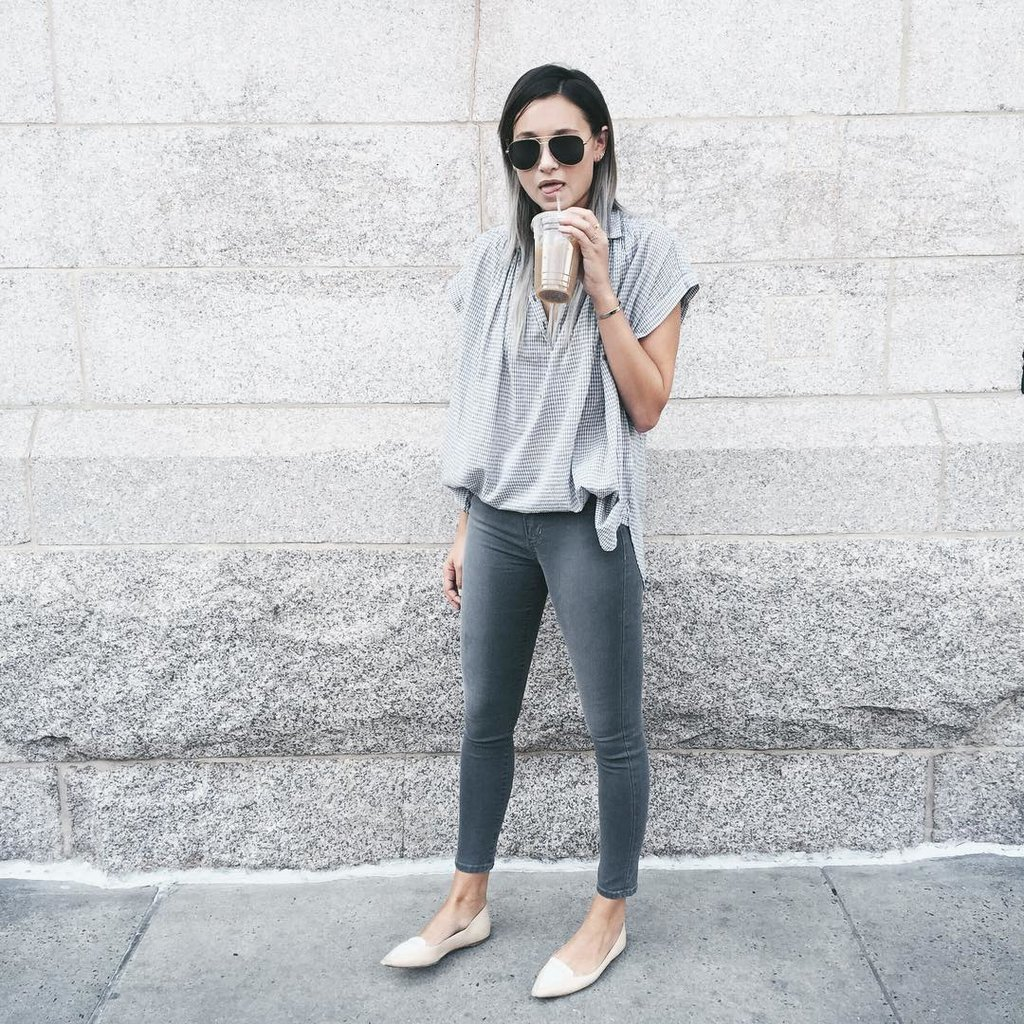 Tuck-flowy-collared-t-shirt-ankle-jeans-brunch