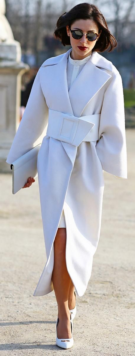 chic-minimalist-structure-street-style