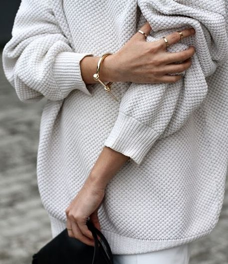 cozy-sweater-outfit-street-style10