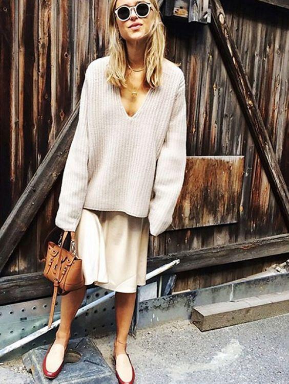 street-style-oversize-sweater-skirt-trend10