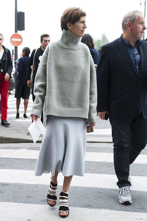 street-style-oversize-sweater-skirt-trend11