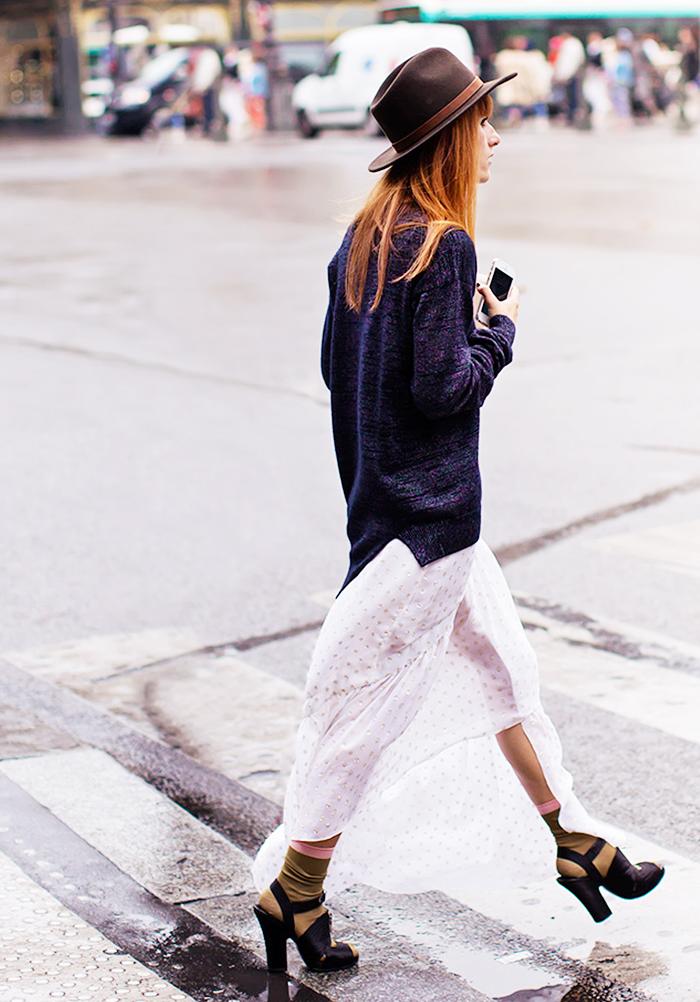 street-style-oversize-sweater-skirt-trend16