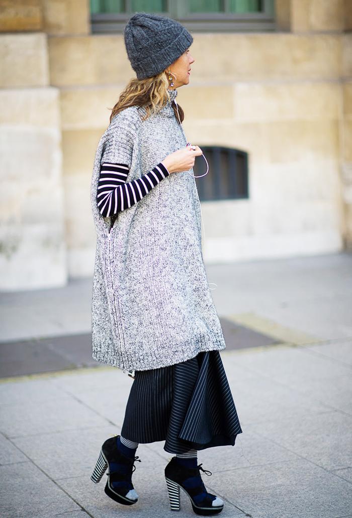 street-style-oversize-sweater-skirt-trend2