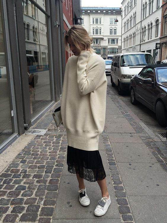 street-style-oversize-sweater-skirt-trend7