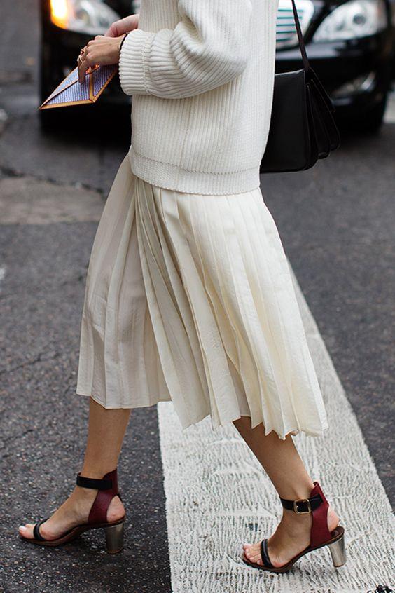street-style-oversize-sweater-skirt-trend9