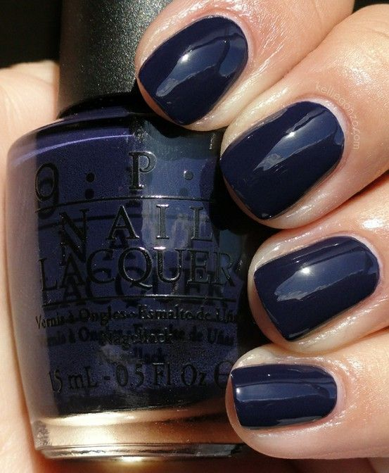 navy-blue-nail-polish