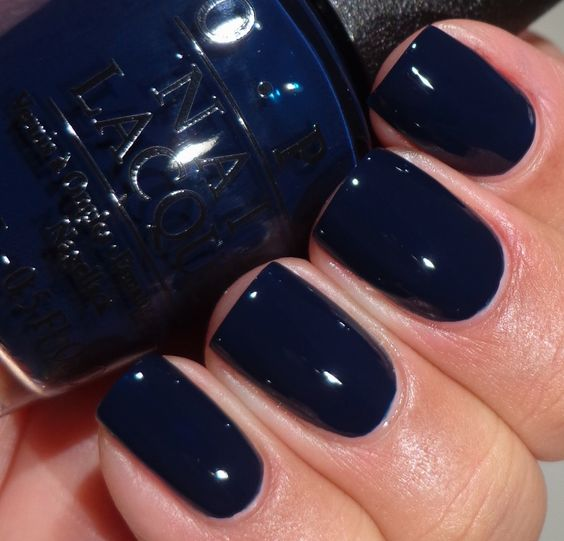 navy-blue-nail-polish1